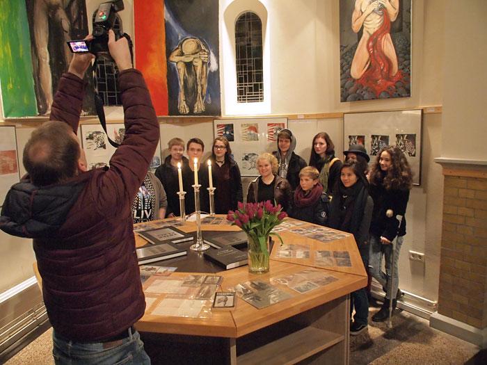 ARTisten werden von einem Fotografen der Braunschweiger Zeitung abgelichtet